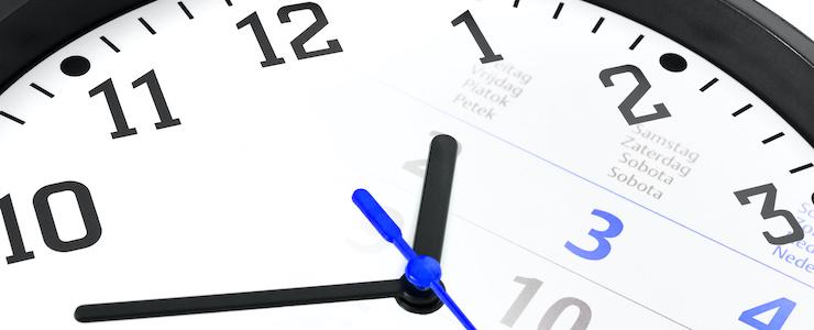 Uhr mit überblendetem Kalender zur individuellen Verwendung