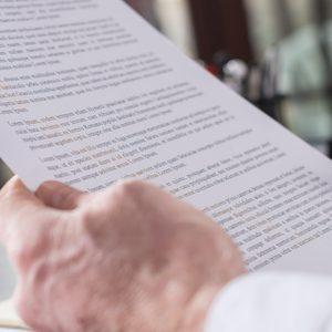 Arbeitgeber prüft Werkvertrag