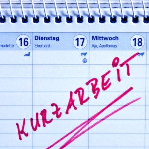 Kalender mit der Aufschrift Kurzarbeit