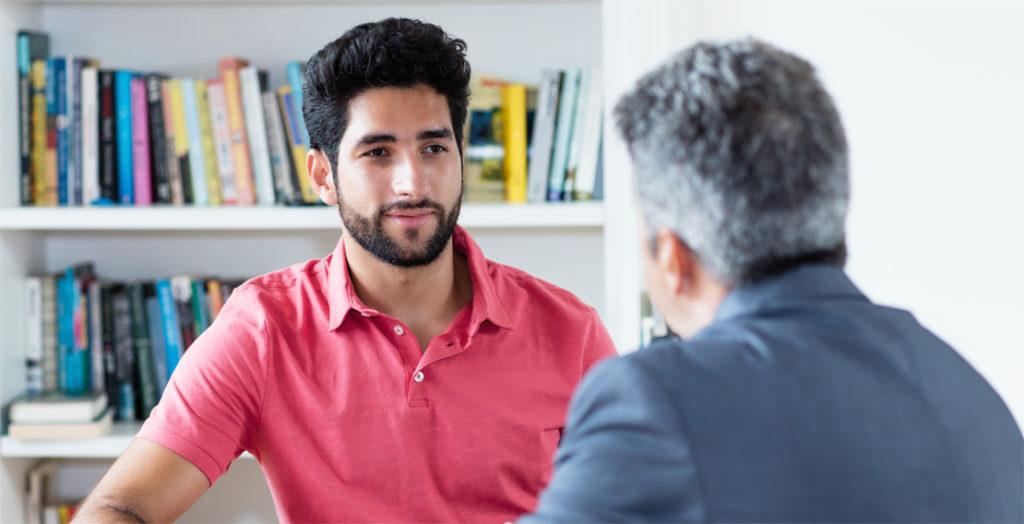 Mann im Mitarbeitergespräch