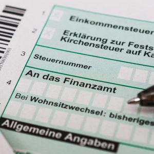 Steuererklärungs-Vordruck und Stift