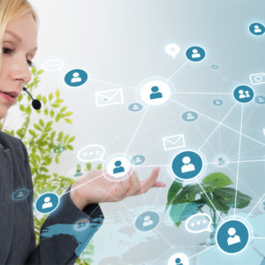Businessfrau kommuniziert weltweit