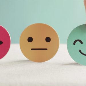 Weinender, neutraler und lachender Smiley