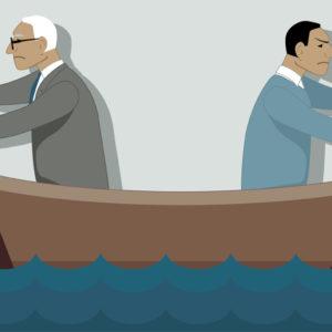 Junger und alter Mann sitzen in einem Boot, rudern in unterschiedliche Richtungen