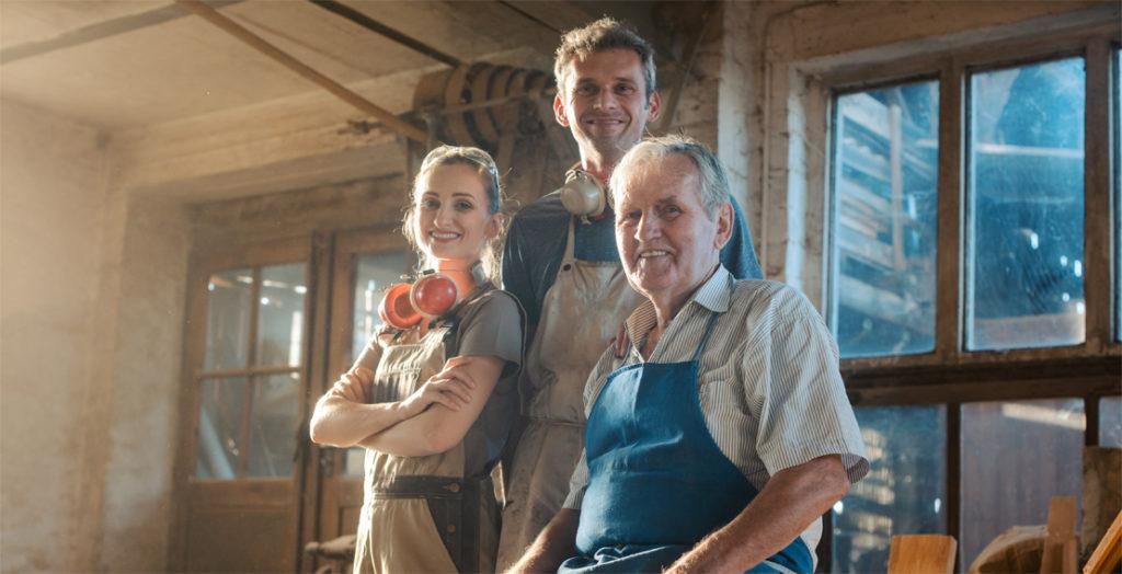 Zwei Generationen in einem Handwerks-Familienbetrieb
